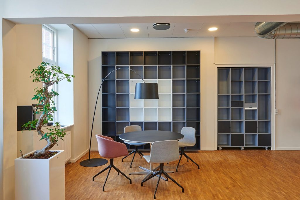 How to paint and decorate a new office